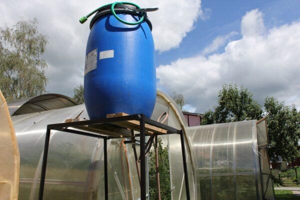 Бочку для капельного полива следует подымать на высоту не менее 50 см