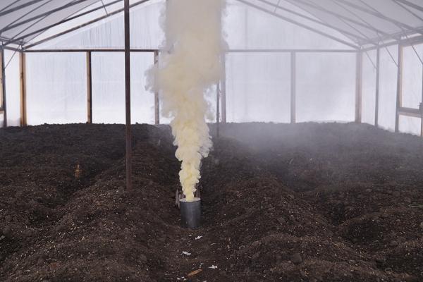 Окуривание теплицы серной дымовой шашкой