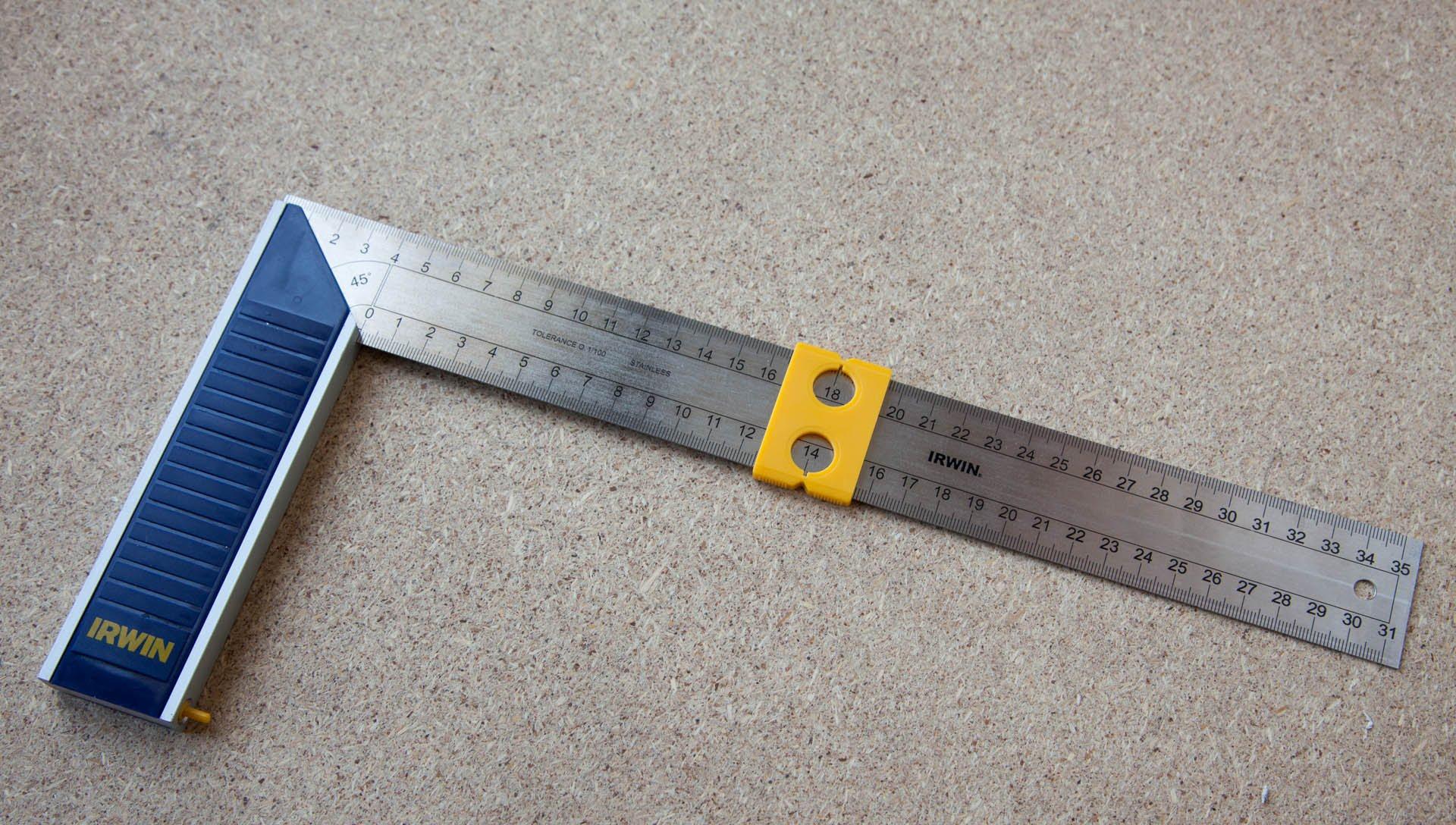 Проверьте толщину поликарбоната с помощью линейки