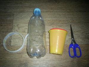 Пластиковые бутылки и одноразовые стаканчики