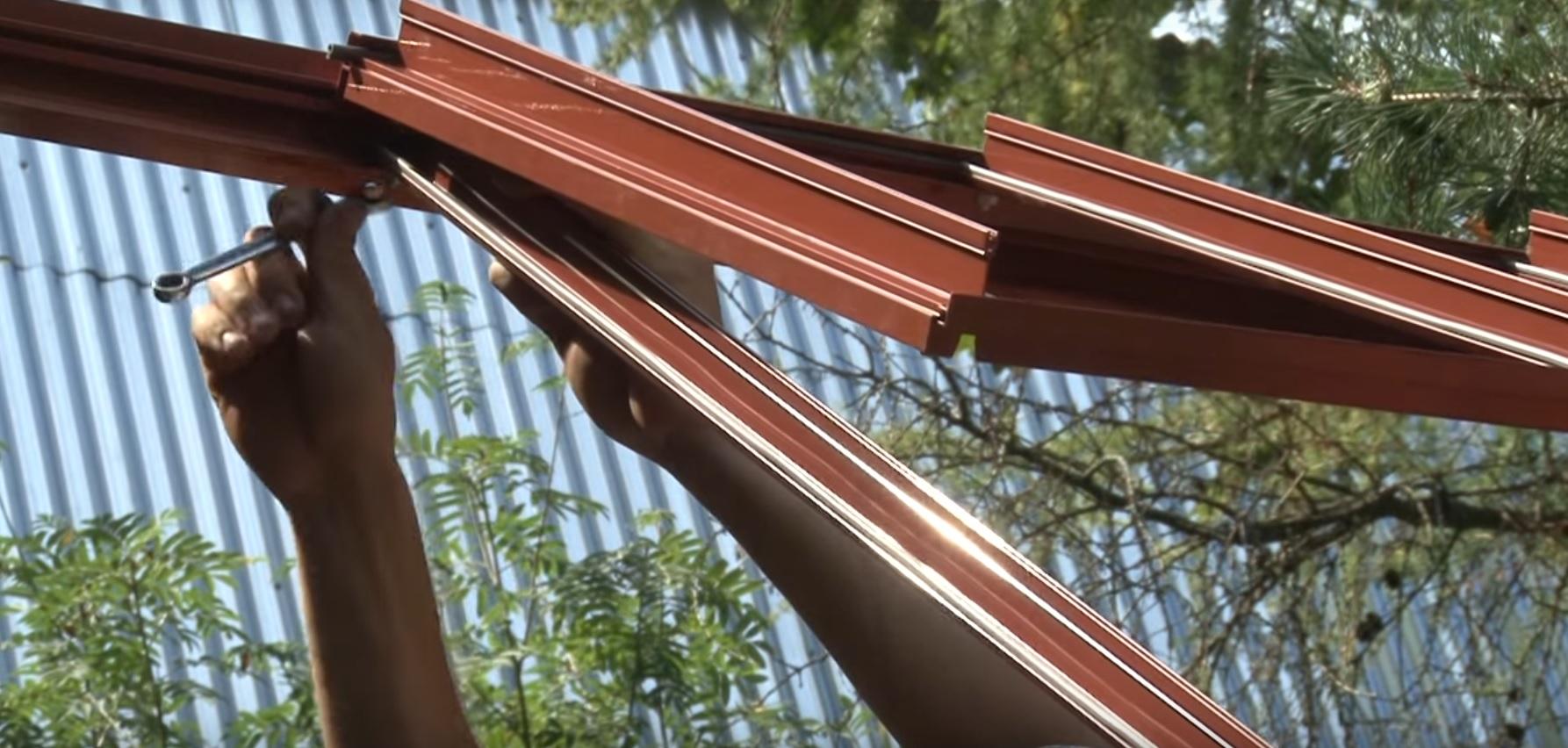 Фото установки поперечника крыши