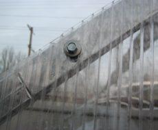 Монтаж поликарбоната на металлический каркас - инструкция