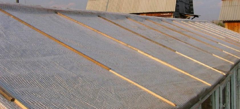 Крепление армированной пленки на деревянные бруски