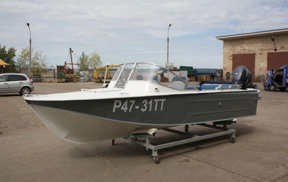 Монолитный поликарбонат используется даже в моторных лодках