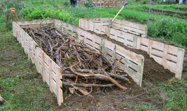 Нижний слой - древесина и ветки