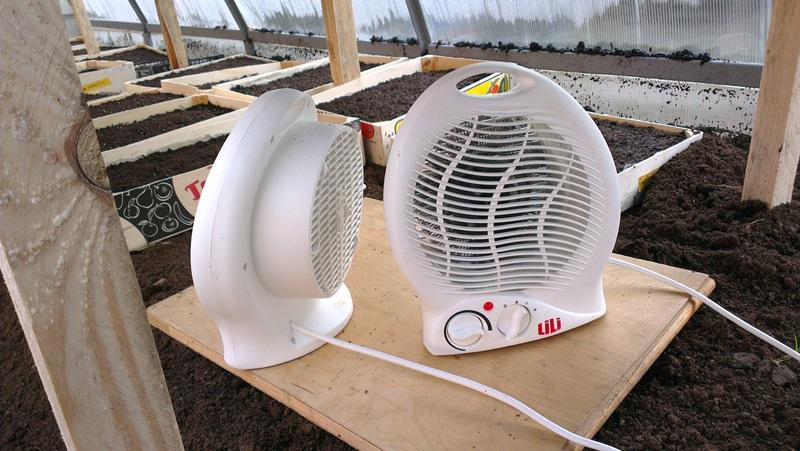 Обогрев теплицы с помощью электрических вентиляторов, нагнетающих теплый воздух