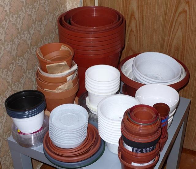 Пластиковые горшки для рассады различных размеров