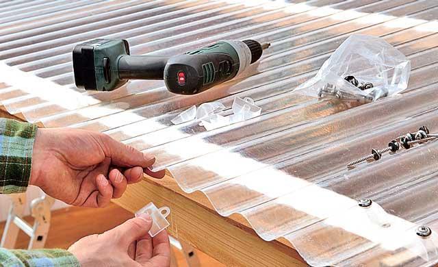 Пример крепления профилированного поликарбоната на деревянный каркас