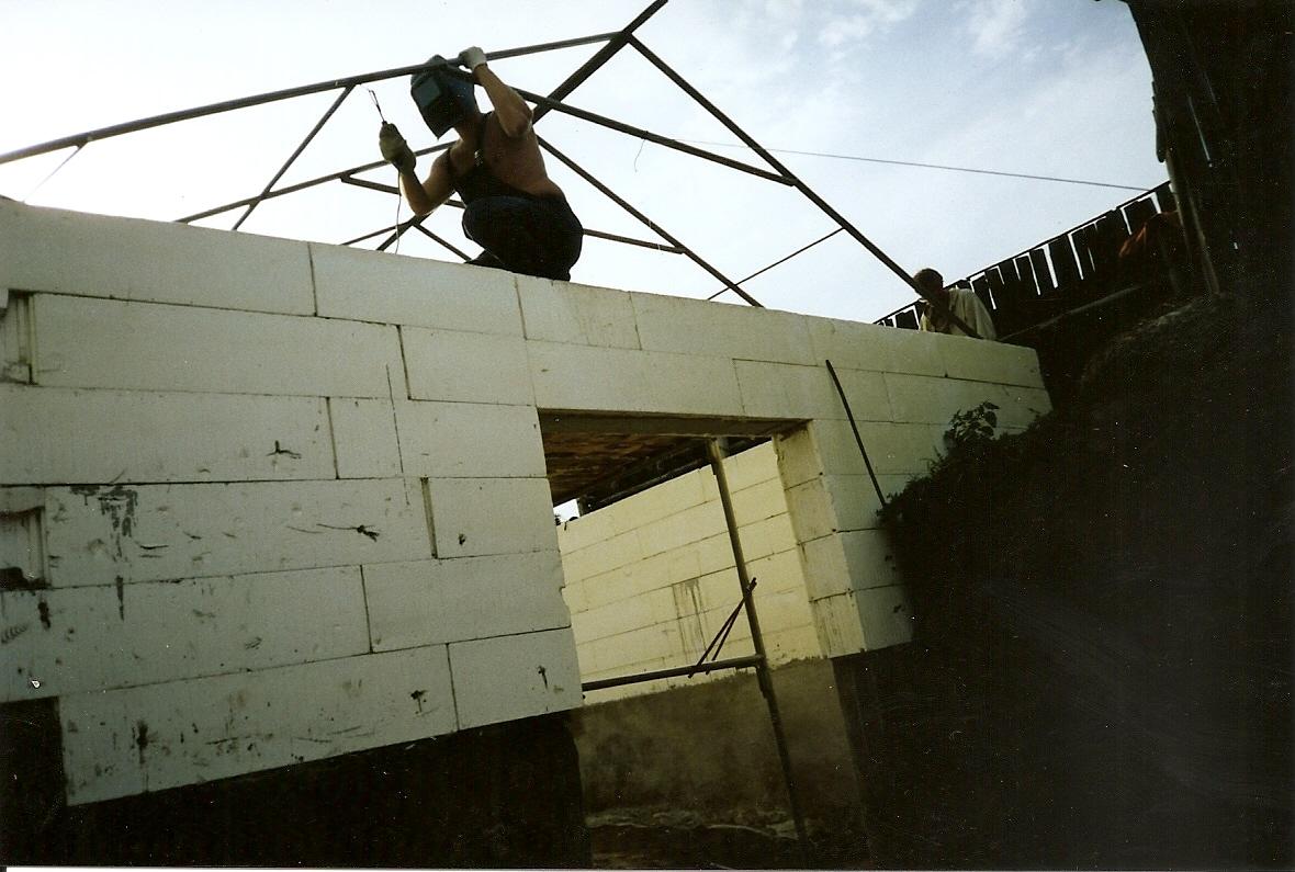 Сооружение металлического каркаса для крыши