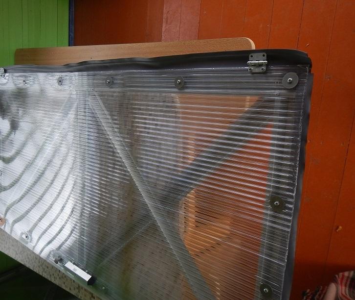 При сборке дверей и форточек главное - правильно прижать уплотнительные резинки