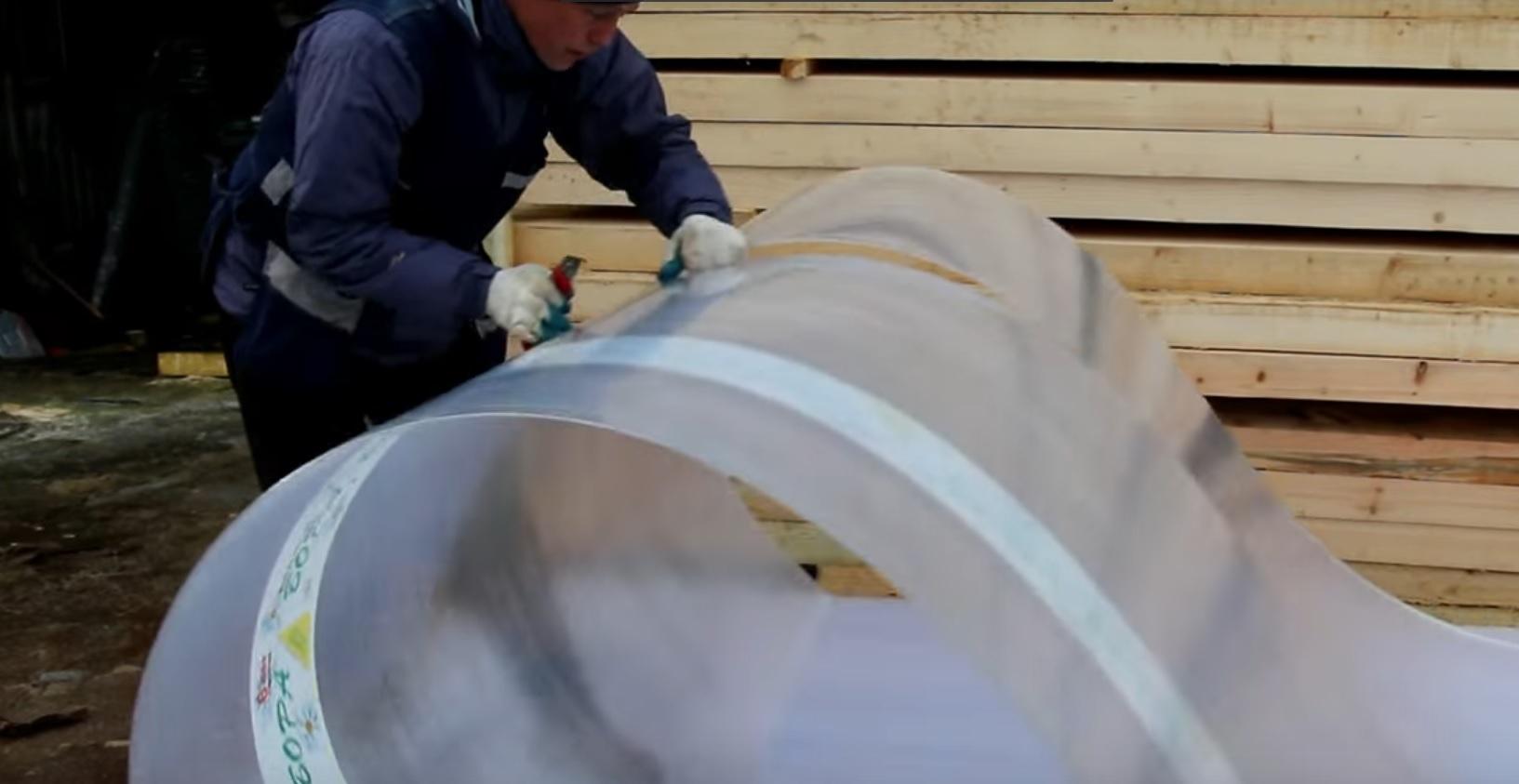 Лист поликарбоната разрезается вдоль