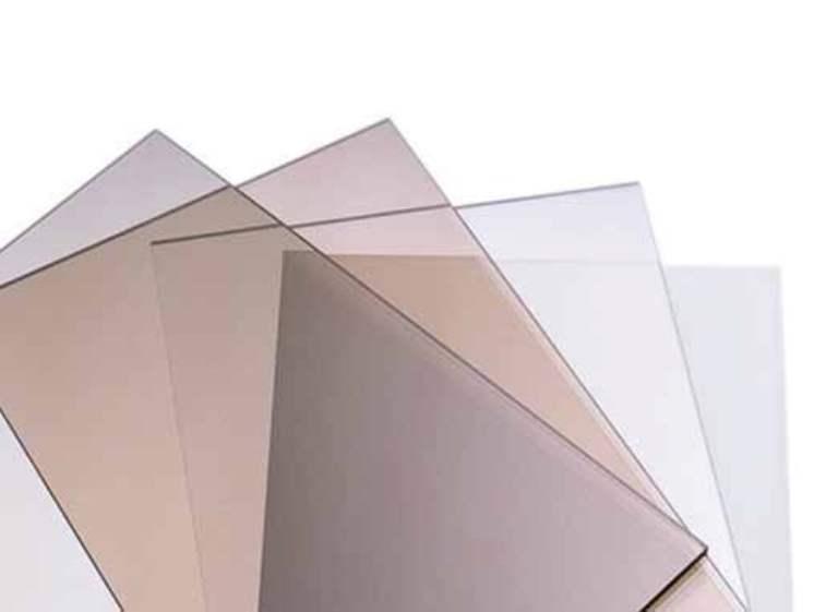 Монолитный поликарбонат - светопрозрачный пластик, производится из поликарбонатных гранул методом экструзии или литья