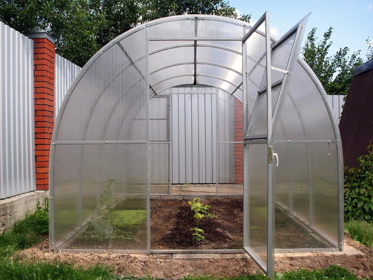 Прочность теплицы во многом зависит от формы крыши