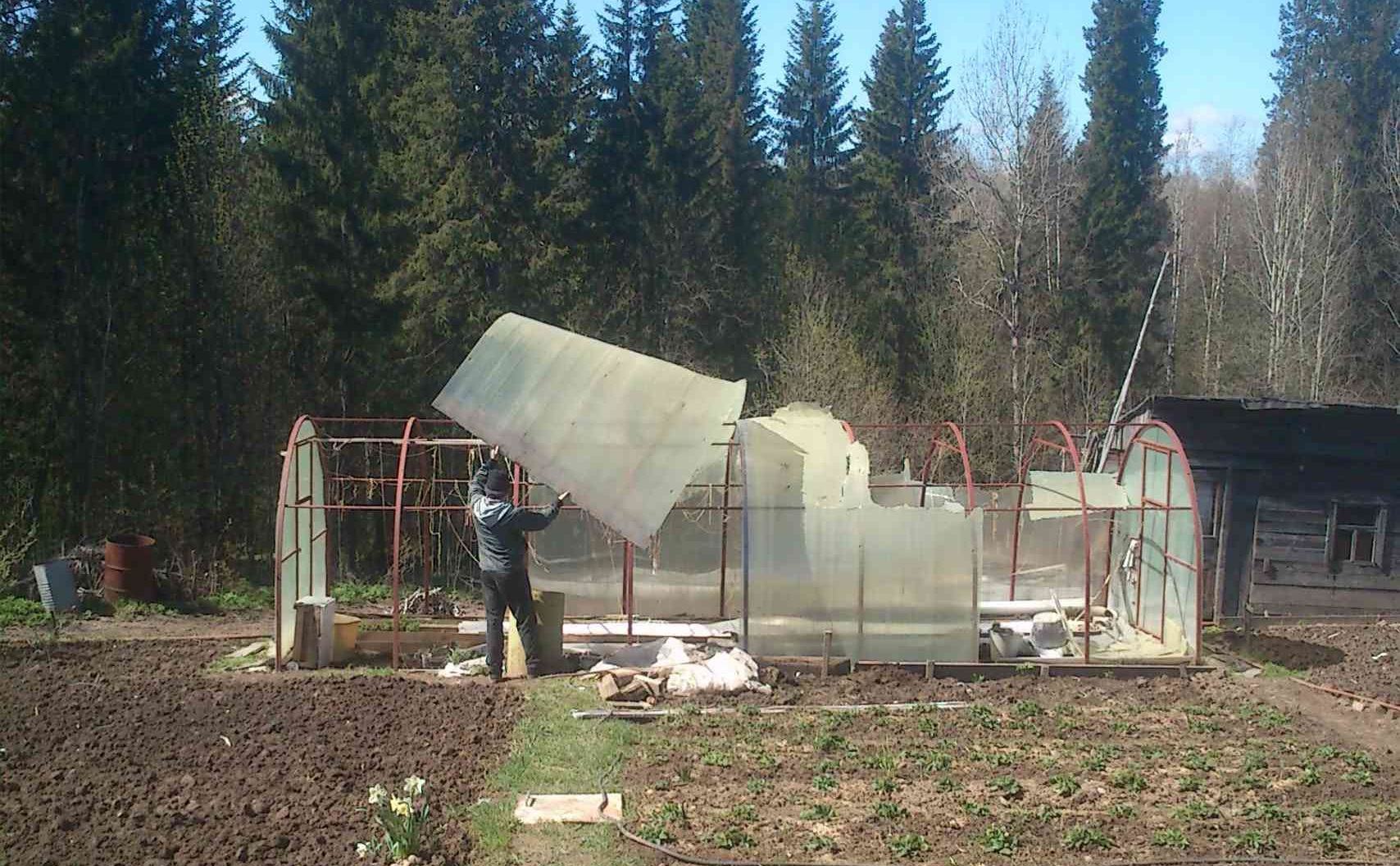 Снятие листов сотового поликарбоната