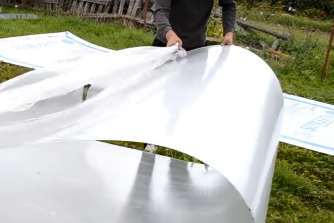 Снятие защитной пленки с поликарбоната