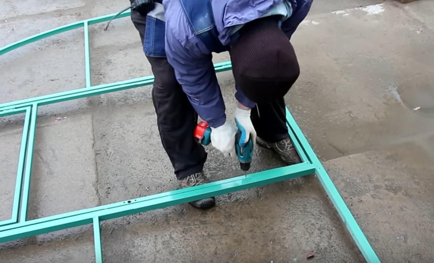 Сверление отверстий для крепления поликарбоната