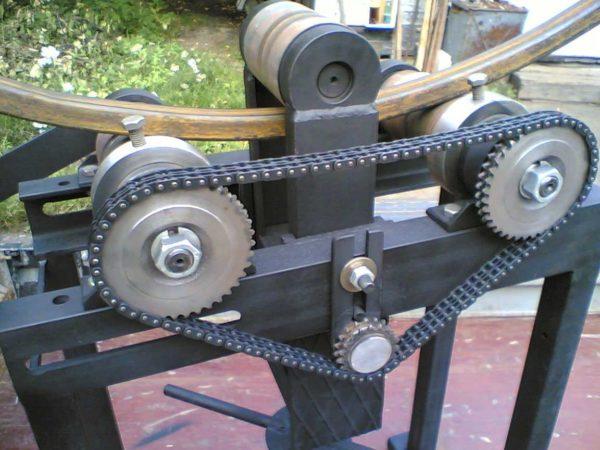 Зубчатая цепь в конструкции ручного трубогиба