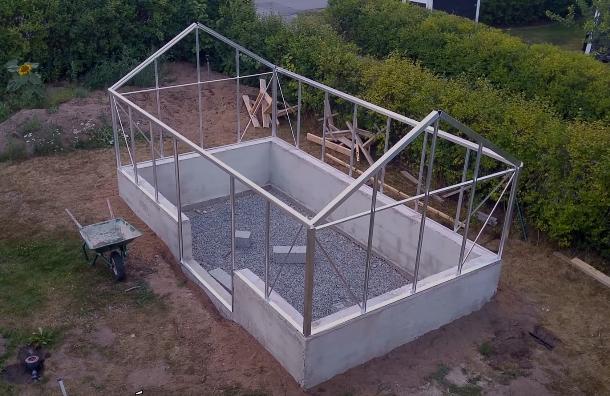 Готовые стенки теплицы с торцевыми элементами крыши