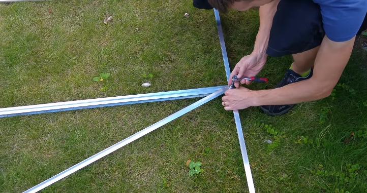 Крепление стойки и укосины к нижней балке