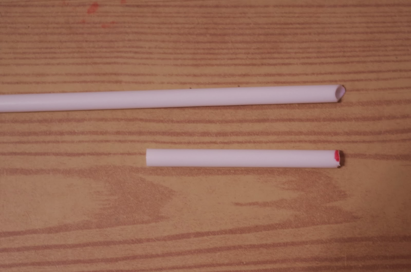 Подготавливаем трубочки (здесь - разной длины)