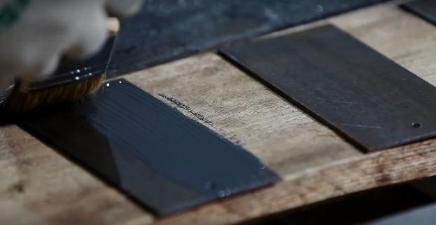 В качестве примера приведено покрытие металлических пластин жидким цинком