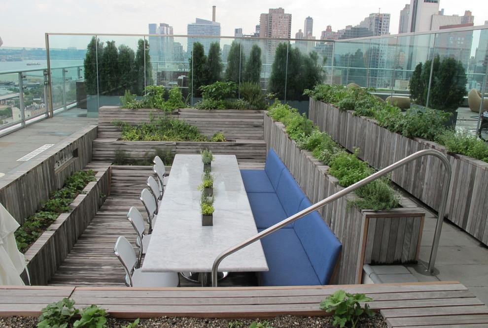 Высокие грядки с душистыми травами можно попробовать выращивать и в городских условиях